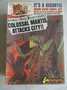 VTG 1975 COLOSSAL MANTIS ATTACKS CITY MODEL KIT BY FUN DIMENSIONS IN BOX 1-0502