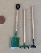 1:12 Scale 3 Long Garden Tools Dolls House Garden Rake Spade Hoe Accessory Green