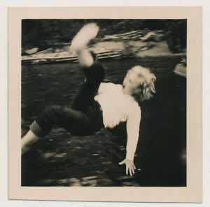 AMAZING FALLING BACK Woman LEGS in BLURRY MID AIR! vtg 40s ABSTRACT DIVING photo