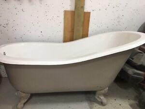 Roll top slipper bath Cast Iron
