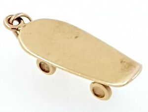 "9k ""Skateboard"" Pendant/Charm_375 yellow gold"