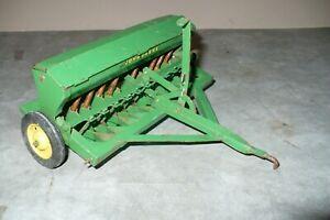 VINTAGE 1/16 JOHN DEERE Toy Grain Drill w/ Green Lids Tractor Implement CARTER
