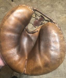 Vintage Reach Larry Yogi Berra Catchers Glove  Nice Patch