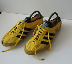 Adidas Apollo - soccer shoes with tools and accessories