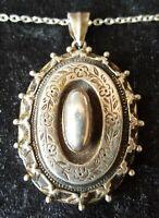 Sterling silver vintage Victorian antique large crimped rim oval locket