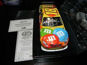 NASCAR AUTOGRAPHED ELITE VERSION 2009 KYLE BUSCH #18 M&M'S COT DIECAST