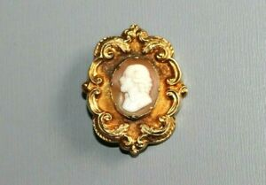 VINTAGE / ANTIQUE HIGH CARAT GOLD BROOCH / PIN. CAMEO DEPICTING SHAKESPEARE.