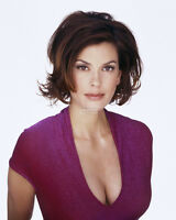 ACTRESS TERI HATCHER - 8X10 PUBLICITY PHOTO (AZ252)