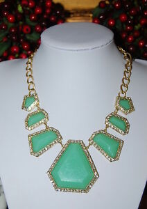 BEAUTIFUL LARGE NECKLACE OF JADE GREEN ACRYLIC PIECES MOUNTED WITH RHINESTONES