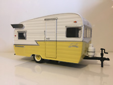 Shasta 15 Airflyte White and Yellow Greenlight 18235 New