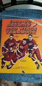 1969-70 DETROIT RED WINGS YEARBOOK WITH  GORDIE HOWE, MAHOVLICH,  DELVECCHIO