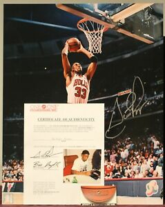 SCOTTIE PIPPEN Autographed/Signed 16x20 Photo w/Certificate of Authenticity