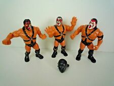 VINTAGE 90'S HASBRO WWE / WWF WRESTLERS SMASH BROS TAG TEAM WITH 1 HELMET / V.G