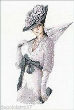 RIOLIS 1082 Miss Elegance Kit Broderie Point de Croix Compté