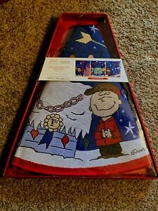HALLMARK PEANUTS A CHARLIE BROWN CHRISTMAS LIGHTED TREE SKIRT 2019 NEW IN BOX