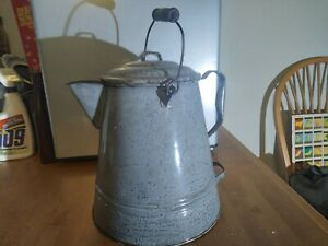 """LARGE GRAY AGATE ENAMELWARE ANTIQUE COWBOY CAMP COFFEE POT 12"""" TALL"""