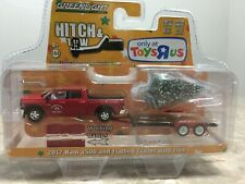 Greenlight Hitch Tow Toys R Us Exclusive 2017 Ram 2500 Flatbed Trailer with Tree