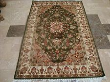 Exclusive Medallion Floral Green Hand Knotted Rectangle Area Rug (4 x 6)'