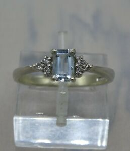 Pretty 9ct White Gold, Aquamarine & Diamond ring  size O  (7 1/4)   2.1gms