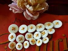 Lot de boutons neufs ,haute couture,,,, blancs   ,dorure 18piéces