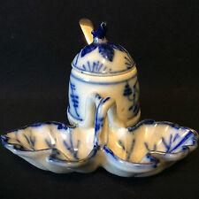 Salière poivrière anglaise porcelaine dure décors bleus cuillère argent fin XIXe