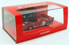 Véhicules miniatures rouges en édition limitée Alfa Romeo