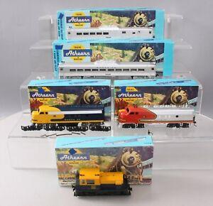 Athearn HO Assorted Santa Fe Diesel Locomotives & Passenger Cars [5]/Box