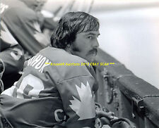 ROGIE VACHON Sits on BENCH during 1976 CANADA CUP 8x10 Photo LA KINGS Goalie GR8