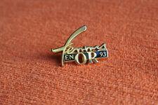 03019 PIN'S PINS ARTHUS BERTRAND TROPHEE FEMMES EN OR 93