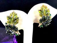 LISNER EMERALD GREEN JELLY LUCITE RHINESTONE DOUBLE OAK LEAF CLIP EARRINGS