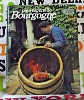 Pays et gens de Bourgogne fabrication de Tonneau de Vin vigne raisin grappe
