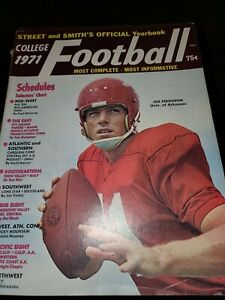 1971 Street and Smiths COLLEGE Football Yearbook ARKANSAS Razorback JOE FERGUSON