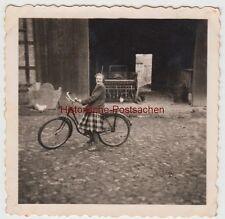 (f11978) Orig. Photo Halberstadt, young lady M. bike before Barn-Door 1954