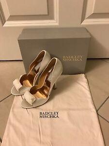 NIB Badgley Mischka Hyde Satin Ivory Formal/Bridal Shoes Sz 6
