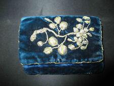 ancien étui en velours bleu brodé de fil de laiton fin XIX ème