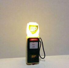 "Illuminated Petrol Pump ""BP"" 12v DC in OO gauge"