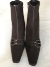 Clarks Women Brown suede ankle boots Size 6.5 (H106).