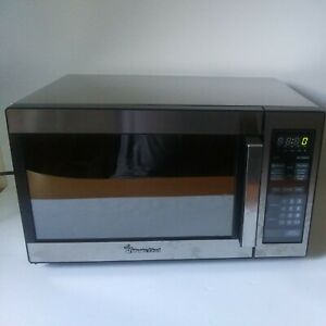 Magic Chef MCD990SC .9 Cubic-ft, 900-watt Microwave With Digital Touch