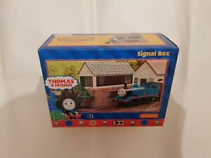 HORNBY R9240 Thomas The Tank Engine SIGNAL BOX BOXED OO GAUGE