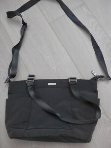 Baggallini grey/pink cross body bag. Great condition.