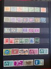 M708. ITALIE. 4 pages timbres oblitérés quelques neufs