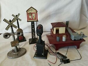 MARX O SCALE LOT - BARREL LOADER, TIN TOWER, RR XING (WITH BELL), BLOCK SIGNAL