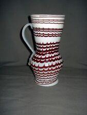 Birnkrug, Milchglas mit gekämmten Glasfäden,  Siebenbürgen, Ungarn, 18.Jh.