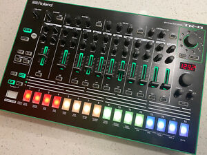 Roland TR-8 (barely used)