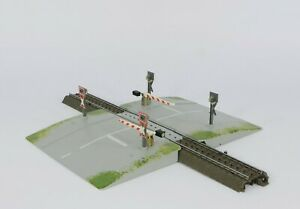 MARKLIN 74924 HO C TRACK LEVEL CROSSING WITH 24995 STRAIGHTS, LIGHTS & BARRIERS