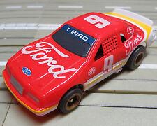 für Slotcar Racing Modellbahn --  Ford T-Bird mit Tomy Chassis !