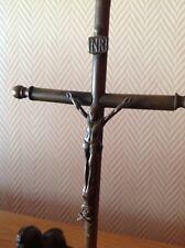 Christ bronze tête de mort aux pieds