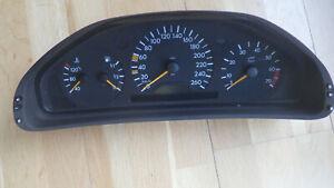 Tacho, Kombiinstrument,Tachoeinheit Mercedes W208 CLK E320 Benzin Nr. 2085402911