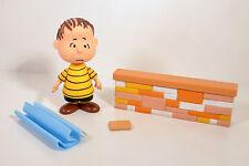 """2002 Linus Blanket & Wall 5"""" Action Figure Peanuts Gang Charlie Brown & Snoopy"""