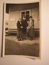 Vorm Haldenhaus im September 1937 - Mann & 2 Frauen mit Hut  / Foto